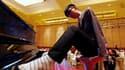 Liu Wei, un jeune pianiste chinois privé de ses deux bras, s'apprête à partir en tournée mondiale pour présenter son art de jouer avec les orteils.