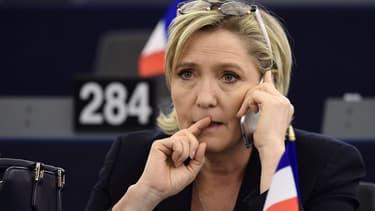 Marine Le Pen n'exclut pas de nationaliser une grande banque