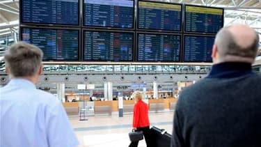Dans l'aéroport Fuhlsbüttel de Hambourg, fermé dans la matinée mais dont la réouverture était prévue à la mi-journée. Selon les services météorologiques islandais et britannique, l'éruption du volcan islandais Grimsvötn a cessé mercredi et il ne crache pl
