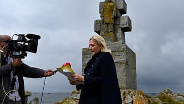 Marine Le Pen sur l'île de Sein.