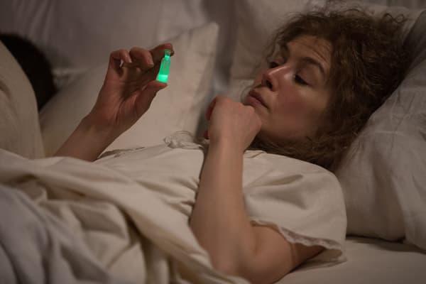 Rosamund Pike dans Radioactive