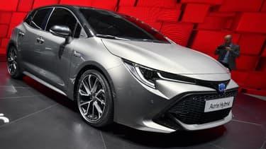 De nombreux acheteurs d'automobiles neuves en Europe passent du diesel à l'hybride ce qui bénéficie à plein à Toyota.