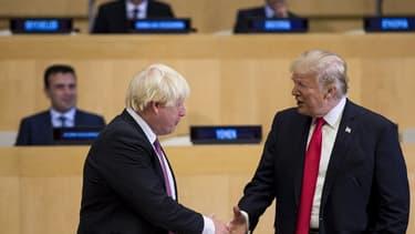 Boris Johnson et Donald Trump se saluent à un sommet de l'ONU en septembre 2017 (ILLUSTRATION)
