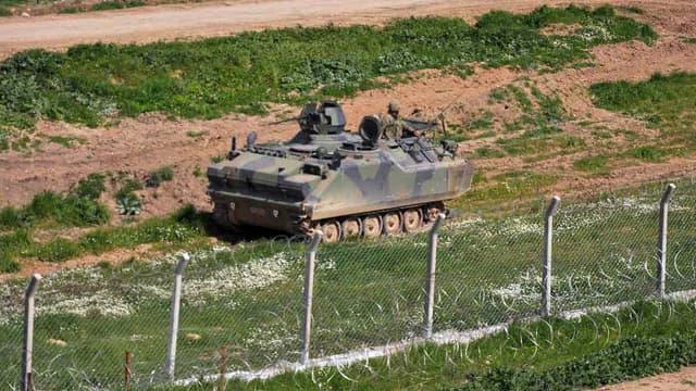 Un char turc en patrouille à la frontière syrienne (illustration)