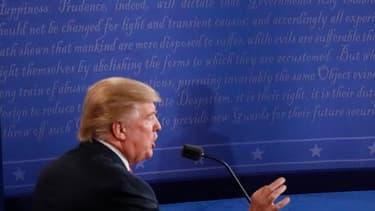 Donald Trump et Hillary Clinton lors du troisième débat présidentiel à Las Vegas.