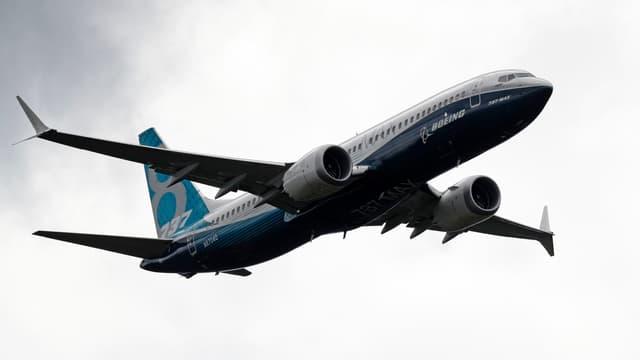 Boeing commence fort l'année