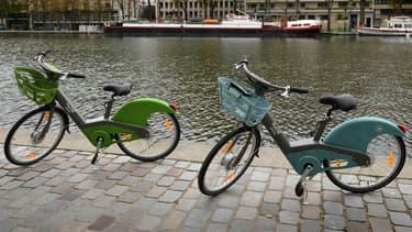 Le nouveau Vélib' va être décliné en deux modèles: un vélo vert mécanique et un vélo bleu électrique.