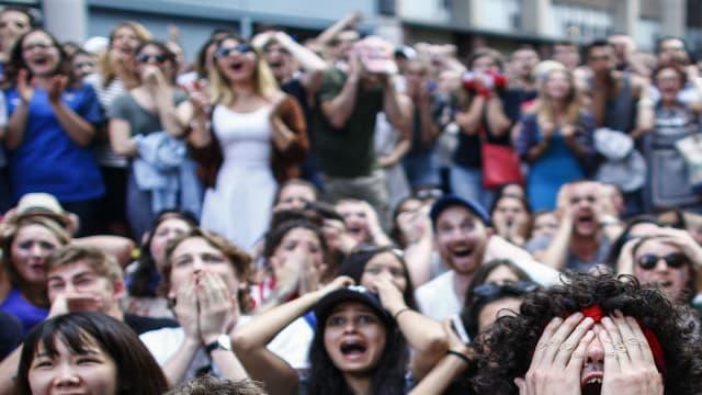Des supporters français réagissent au match France-Portugal à New York, le 10 juillet 2016.