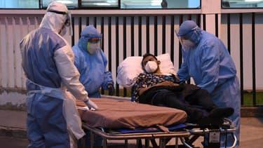 Un patient atteint du Covid-19 pris en charge dans un hôpital du Guatemala