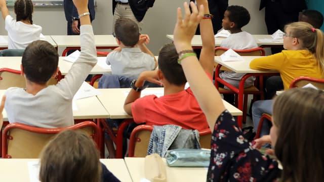 Image d'illustration d'une classe d'élèves dans une école