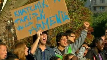 Lycéens mobilisés à Paris pour le retour de Khatchik, un jeune Arménien expulsé samedi.