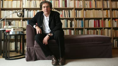Alain Finkielkraut, en 2007, dans son appartement.