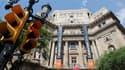 Devant le siège de la banque Catalunya Caixa, à Barcelone. L'Espagne demandera une aide à ses partenaires européens pour recapitaliser ses banques mais Madrid attend les résultats d'audits afin d'avoir une idée plus claire des besoins de ses établissement