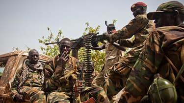 Soldats de l'armée sud-soudanaise à Rubkona au Soudan du Sud le 20 avril 2012.