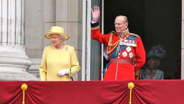 La reine Elizabeth II et le prince Philip au balcon de Buckingham.
