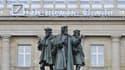 A Francfort, devant le siège de Deutsche Bank, une sculpture commémorant Gutenberg rappelle la pérennité de l'information.