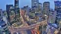 Séoul compte environ dix millions d'habitants intra-muros et 25,6 millions dans son aire urbaine