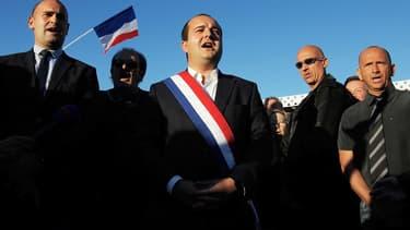 David Rachline le sénateur-maire de Fréjus lors de la manifestation contre la mosquée