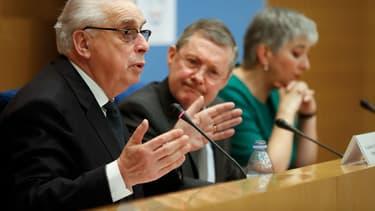Philippe Bas et ses deux co-rapporteurs Jean-Pierre Sueur et Muriel Jourda