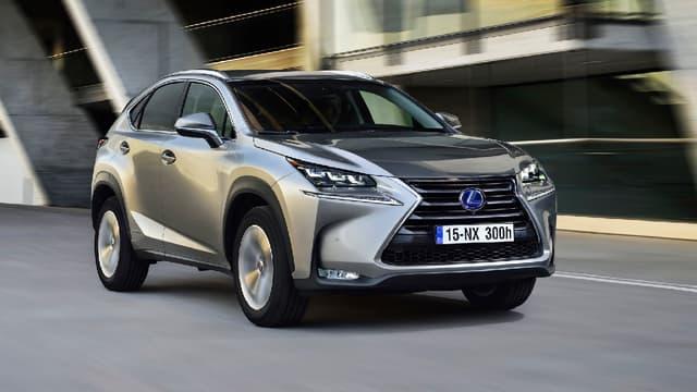 Depuis le 1er janvier 2017, les modèles hybrides, comme ce SUV Lexus ne bénéficient plus du bonus écologique. (image d'illustration)