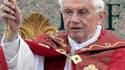 Le pape Benoît XVI a prêché l'unité du genre humain dimanche lors de l'homélie prononcée place Saint-Pierre à l'occasion du dimanche des Rameaux, qui marque le début de la Semaine sainte. /Photo prise le 1er avril 2012/REUTERS/Stefano Relandini