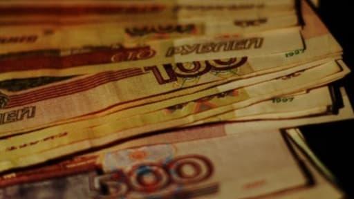 La monnaie russe, le rouble, a chuté de plus de 20% ce mardi.