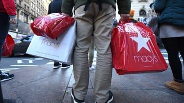Magasins et distributeurs en ligne d'appareils électroniques, d'habillement et d'ameublement ont vu leurs ventes gonfler le mois dernier.
