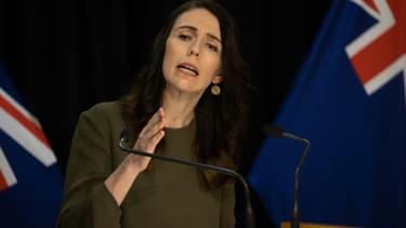 """La Première ministre néo-zélandaise Jacinda Ardern a proclamé un état d'""""urgence climatique"""" devant le Parlement, le 2 décembre 2020."""