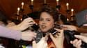 Dilma Rousseff, candidate du parti au pouvoir, est créditée de 52,17% des suffrages valides après dépouillement de plus de 64% des bulletins de vote exprimés au second tour de l'élection présidentielle au Brésil. /Photo prise le 31 octobre 2010/REUTERS/Ga