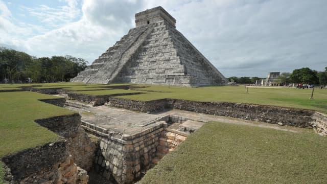 La pyramide de Kukulcan, également appelée El Castillo, sur le site archéologique de Chichen Itza au Mexique, en 2010
