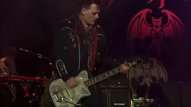 Johnny Depp, sur scène avec son groupe les Hollywood Vampires, fin mai.