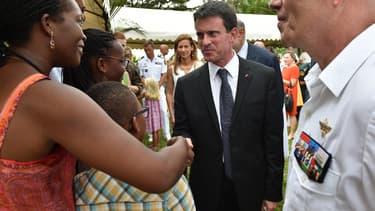 Manuel Valls à Abidjan, en Côte d'Ivoire, le 30 octobre.