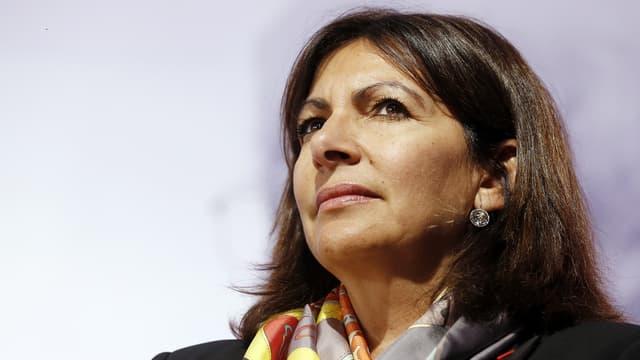 Anne Hidalgo dénonce l'exclusion des maires dans le choix des zones de tourisme international.