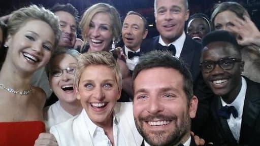 Le selfie le plus célèbre, réalisé par Ellen DeGeneres, lors de la céremonie des Oscars, a été retweeté plus de 2 millions de fois.