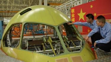 La Chine construit ses propres avions de ligne avec le C919, moyen-courrier de l'avionneur chinois Comac ont le premier vol eut lieu en 2017.