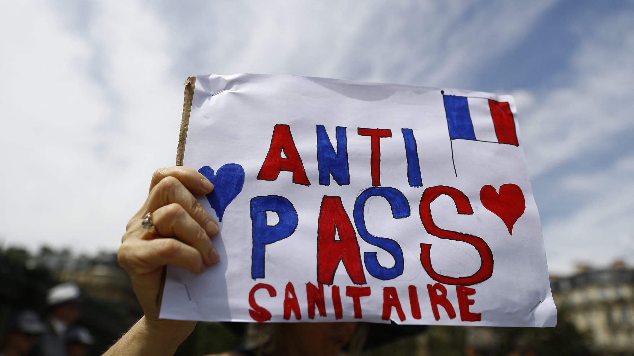 Anti-pass sanitaire: une note des renseignements compare leur mobilisation à celle des gilets jaunes