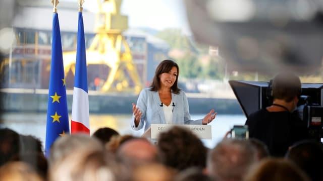 https://images.bfmtv.com/EG2XBIgBJoRa7-9mU8py4IIKeyE=/0x43:768x475/640x0/images/La-maire-de-Paris-Anne-Hidalgo-annonce-sa-candidature-a-la-presidentielle-le-12-septembre-2021-a-Rouen-1126437.jpg
