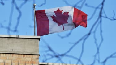Le drapeau canadien au-dessus de l'ambassade du Canada à Pékin en janvier 2019 (Photo d'illustration).