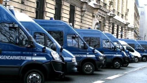 Des camions de gendarmerie
