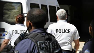 Un camion de la police transportant l'un des accusés arrivant au Tribunal de grande instance de Créteil le vendredi 3 août 2018