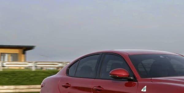 La Giulia dispose d'une version Quadrifoglio qui dépasse les 500 chevaux.