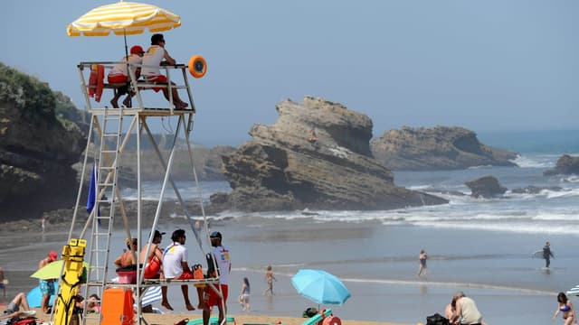 Des secouristes surveillent la plage de Biarritz (illustration).