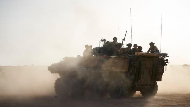 Un blindé de l'opération Barkhane en mission au Mali (PHOTO D'ILLUSTRATION) - Michelle Cattani - AFP