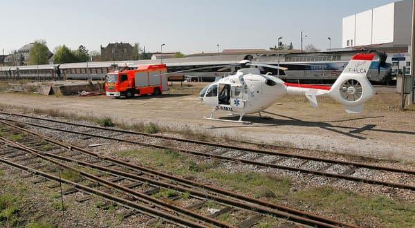 Le train accidenté, en gare de Nangis, le 21 avril.