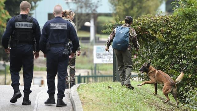 Des gendarmes recherchent Maëlys, disparue dans la nuit du 26 au 27 août à Pont-de-Beauvoisin, en Isère.