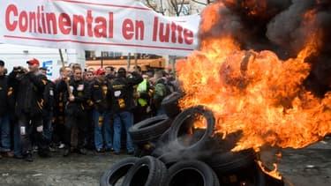 Les salariés de l'usine Continental de Clairoix manifestaient en 2009 contre les suppressions de postes.