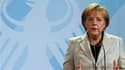 Angela Merkel a tiré les leçons du revers subi par sa coalition à l'élection régionale de Rhénanie-du-Nord-Westphalie en excluant toute baisse d'impôts à moyen terme en Allemagne. /Photo prise le 10 mai 2010/REUTERS/Tobias Schwarz