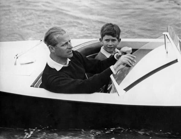 Charles et son père, le prince Philip, en 1955