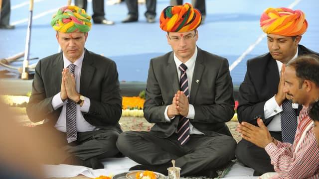 Gregoire Olivier, des opérations asiatiques de PSA et le patron de la branche indienne du groupe Shashikant Vaidyanathan en Inde en 2011.