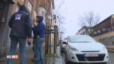Un journaliste de RTL Info et le cameraman de France 3 ont été agressés physiquement.